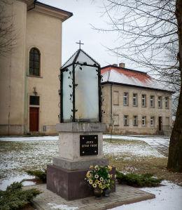 Kapliczka Chrystusa przy plebanii. Rydzyna, powiat leszczyński.