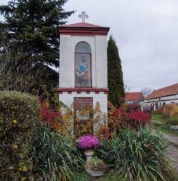Przydrożna kapliczka Matki Boskiej. Zbarzewo, gmina Włoszakowice, powiat leszczyński.