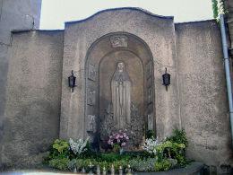 Kapliczka Matki Bożej przy kościele św. Mikołaja (przed renowacją). Leszno, Leszno.
