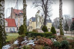 Figura Matki Boskiej przy kościele św. Jana Chrzciciela. Leszno, Leszno.