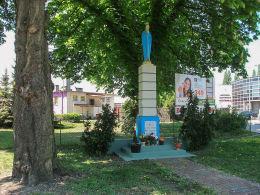 Przydrożna kapliczka kolumnowa z figurą Matki Boskiej przy ulicy Przemysłowej. Leszno, Leszno.