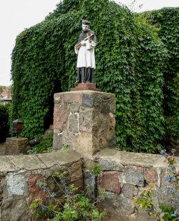 Figura św. Jana Nepomucena przy kościele. Bukowiec, gmina Nowy Tomyśl, powiat nowotomyski.