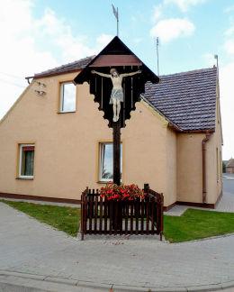 Krzyż przydrożny z ukrzyżowanym Chrystusem z 1920 r. Bukowiec, gmina Nowy Tomyśl, powiat nowotomyski.