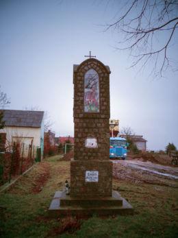 Przydrożna kapliczka św. Wawrzyńca z 1947 r. Krystianowo, gmina Kuślin, powiat nowotomyski.