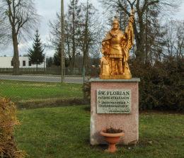Kapliczka św. Floriana przy kościele parafialnym Miłosierdzia Bożego. Wąsowo, gmina Kuślin, powiat nowotomyski.