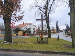 Krzyż na rozstaju dróg. Kaczory, gmina Kaczory, powiat pilski.