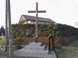 Krzyż przydrożny. Brzostowo, gmina Miasteczko Krajeńskie, powiat pilski.