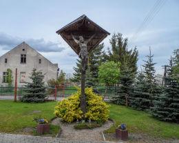 Przydrożny krzyż drewniany. Dźwierszno Wielkie, gmina Łobżenica, powiat pilski.