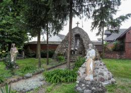 Przydrożna kapliczka, grota. Krostkowo, gmina Białośliwie, powiat pilski.