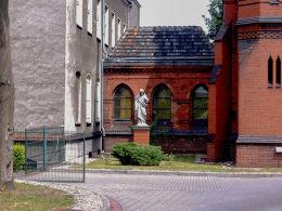 Figura Chrystusa przy kaplicy Arcybiskupiego Seminarium Duchownego. Poznań, Poznań.