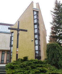 Krzyż misyjny przy kościele św. Jerzego przy ulicy Swoboda. Poznań, Poznań.