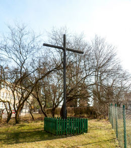 Krzyż przydrożny przy ulicy Warzywnej na Winogradach. Poznań, Poznań.