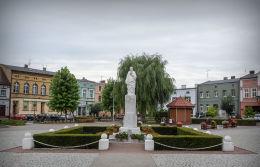 Figura Najświętszego Serca Pana Jezusa na Rynku. Pobiedziska, powiat poznanski.