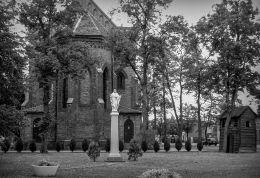 Figura Chrystusa przy kościele św. Wawrzyńca. Zaniemyśl, powiat średzki.