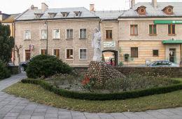 Figura Chrystusa przy kościele Najświętszego Serca Pana Jezusa. Turek, powiat turecki.