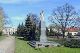 Figura św. Wawrzynieca na rynku w Gołańczy. Gołańcz, powiat wągrowiecki.