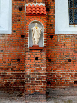 Kapliczka niszowa Chrystusa w przyporze kościoła św. Jakuba Apostoła. Wągrowiec, powiat wągrowiecki.
