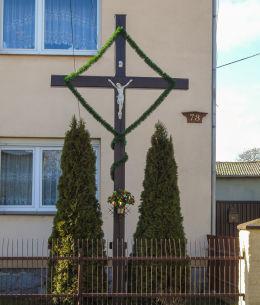 Przydrożny krzyż przy domu nr 73. Kiełpiny, gmina Siedlec, powiat wolsztyński.
