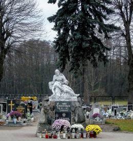 Pieta na cmentarzu przy kościele św. Piotra i Pawła. Przemęt, powiat wolsztyński.