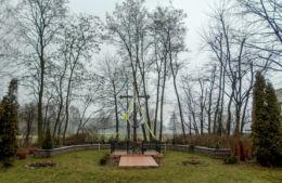 Krzyż w miejscu rozebranego kościoła ewangelickiego. Stara Tuchorza, gmina Siedlec, powiat wolsztyński.