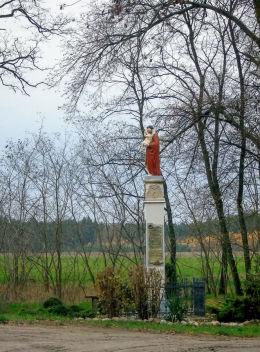 Słupowa kapliczka przydrożna z figurą św. Antoniego z Dzieciątkiem z pocz. XX w. przy ulicy Akacjowej. Wieleń, gmina Przemęt, powiat wolsztyński.