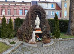 Grota Matki Boskiej z Lourdes przy kościele NMP Niepokalanie Poczętej. Wolsztyn, powiat wolsztyński.