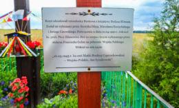 Krzyż przydrożny z 1990 r. postawiony w miejsu krzyża z 1945 r. Buntowo, gmina Złotów, powiat złotowski.