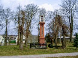 Kapliczka św. Józefa na dawnym cmentarzu przy kościele św. Anny i św. Mikołaja. Krajenka, powiat złotowski.