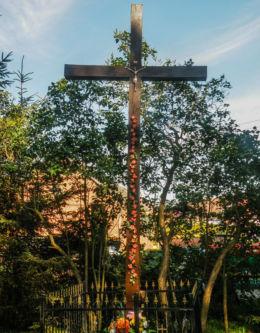 Krzyż przydrożny przy drodze Dw 110. Lędzin, gmina Karnice, powiat gryficki.