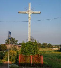 Krzyż przydrożny przy zjeździe w kierunku Prusinowa. Przybiernówko, gmina Gryfice, powiat gryficki.