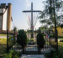 Krzyż przydrożny przy drodze w kierunku Niechorza. Skrobotowo, gmina Karnice, powiat gryficki.