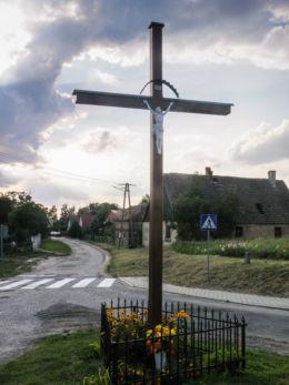 Krzyż przydrożny. Dębogóra, gmina Widuchowa, powiat gryfiński.