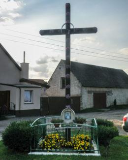 Krzyż przydrożny. Krzypnica, gmina Gryfino, powiat gryfiński.