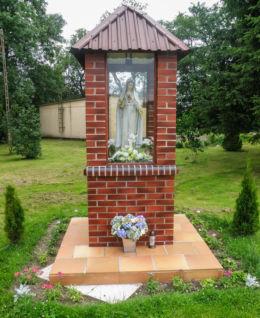 Kapliczka przydrożna Matki Boskiej. Rekowo, gmina Kamień Pomorski, powiat kamieński.