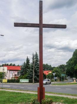 Krzyż przydrożny przy ul. Szczecińskiej. Pilchowo, gmina Police, powiat policki.