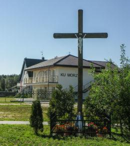 Przydrożny krzyż. Wicie, gmina Darłowo, powiat sławieński.