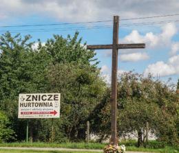 Krzyż na skrzyżowaniu ulic Pokoju z Bogumińską. Szczecin, Szczecin.