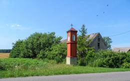 Przydrożna kapliczka słupowa. Bronikowo, gmina Mirosławiec, powiat wałecki.