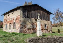 Przydrożny krzyż kamienny. Uniemyśl, gmina Lubawka, powiat kamiennogorski.