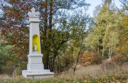 Kapliczka przydrożna. Uniemyśl, gmina Lubawka, powiat kamiennogorski.