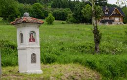 Przydrożna kapliczka murowana. Jaszówka, gmina Kłodzko, powiat kłodzki.