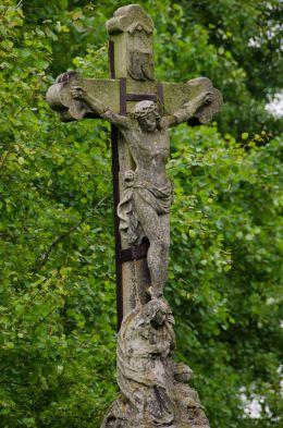 Przydrożny krzyż kamienny. Kłodzko, powiat kłodzki.