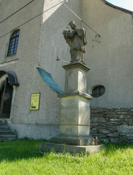 Kapliczka z figurą św. Jana Nepomucena. Mostowice, gmina Bystrzyca, powiat kłodzki.