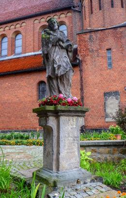 Barokowa figura św. Jana Nepomucena. Chojnów, powiat legnicki.