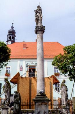 Barokowa grupa figuralna,wotum dla ofiar zarazy z 1613 r. Lubomierz, powiat lwówecki.