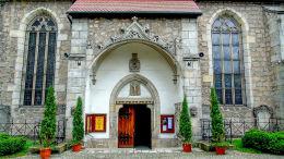 Płaskorzeźba Męka Pańska w portalu kościoła św. Franciszka z Asyżu. Lwówek Śląski, powiat lwówecki.
