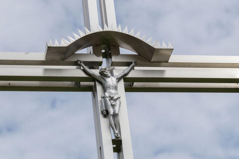 Figura Jezusa na krzyżu przydrożnym. Sulimierz, gmina Milicz, powiat milicki.