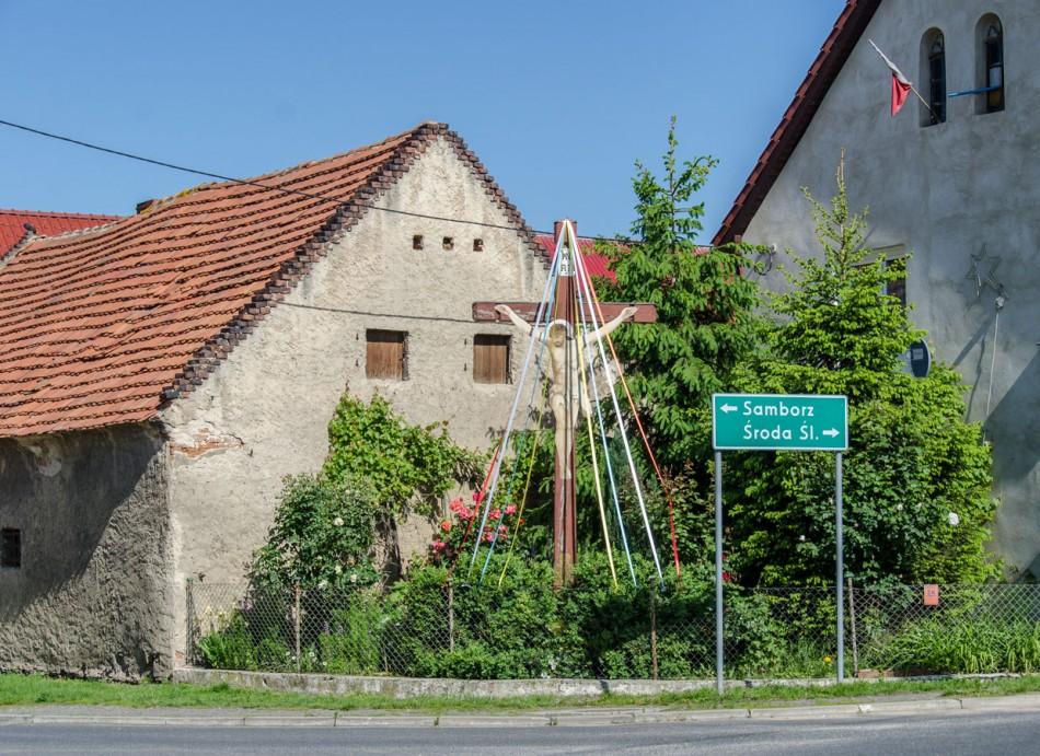 Przydrożny krzyż drewniany. Piersno, gmina Kostomłoty, powiat średzki.