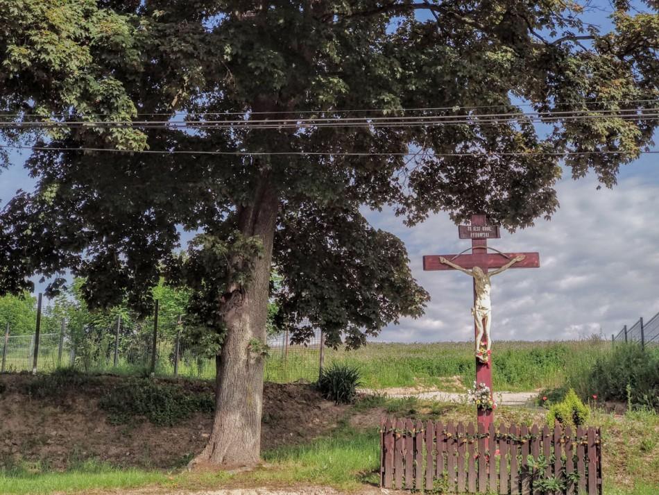 Przydrożny krzyż drewniany. Pogorzała, gmina Świdnica, powiat świdnicki.