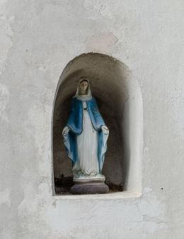 Kaplicza w ścianie kościoła św. Jadwigi. Mokrzeszów, gmina Świdnica, powiat świdnicki.